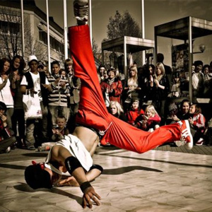 Мастер-класс по брейк-дансу от участника шоу «Танцуй»