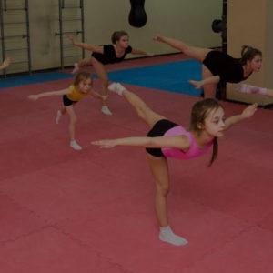 Акробатика для детей: полезна ли она для здоровья?